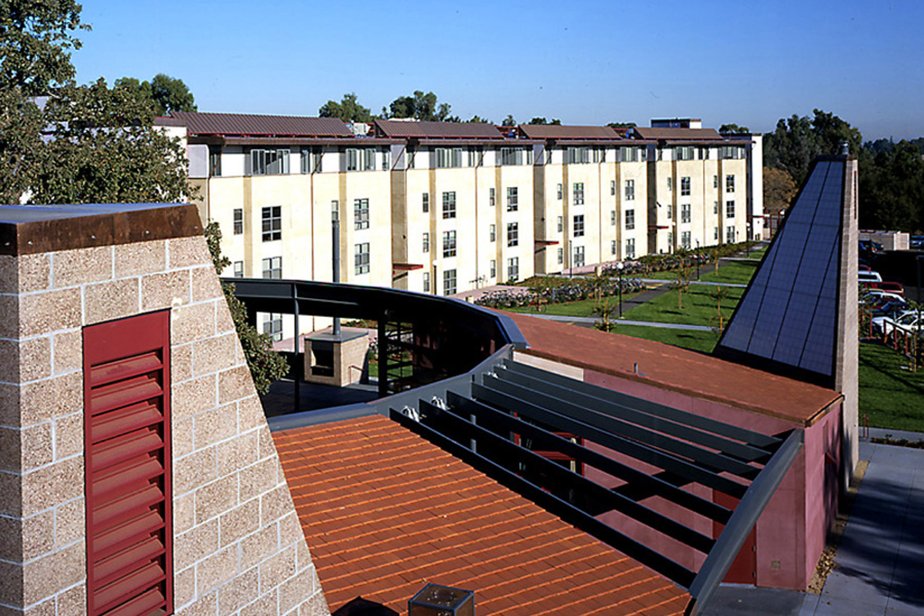 The Richard W. Lyman Graduate Residences at Stanford University in the Bay Area are shaped around the landscape to connect the students to the natural world.
