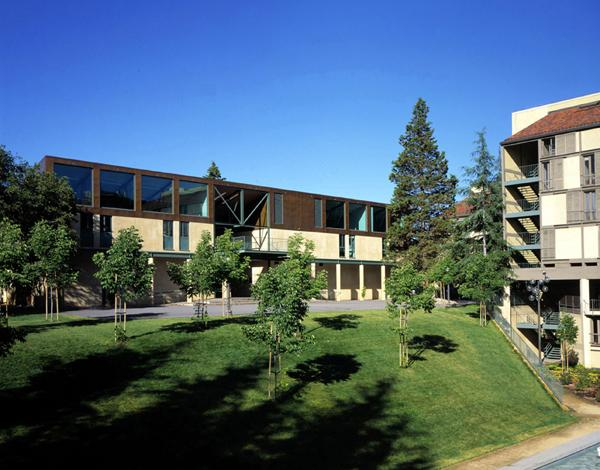 This annex building at the Stanford University campus in the Bay Area houses a unique, interdisciplinary product development program for the Business and Engineering schools.
